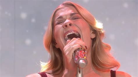 LeAnn Rimes belts out holiday classic 'Carol Of The Bells