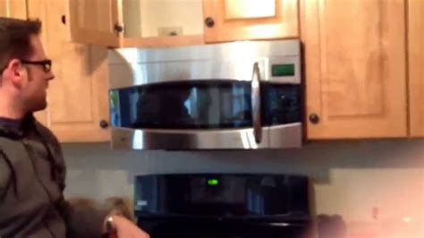 GE Profile PVM1790SR1SS Microwave starts on its own! - YouTube