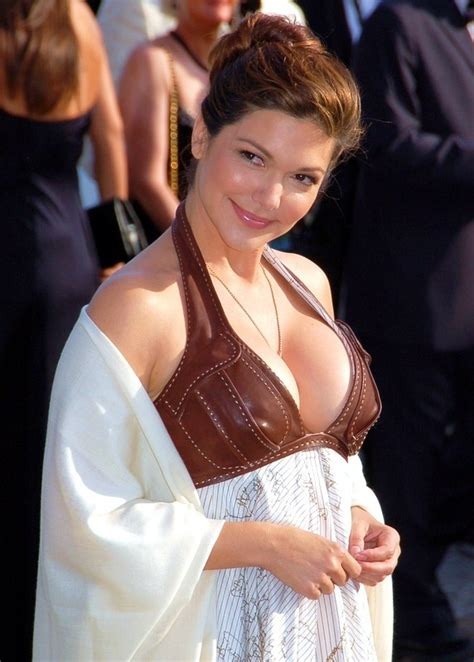 Laura Harring Bra Size, Age, Weight, Height, Measurements
